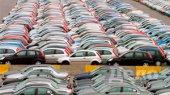 Автопродажи в России упали вдвое