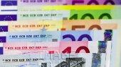 Евро на наличном рынке стоит уже больше 12 гривен