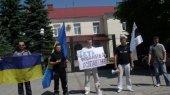 В Луганске пикеты против Романа Ландика