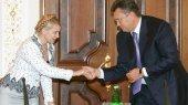 Тимошенко догоняет Януковича по популярности