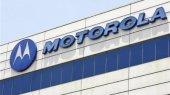 Google покупает производителя мобильных телефонов Motorola
