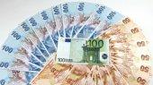 Евро упал до 16-месячного минимума к доллару