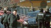 Банкир, автомобиль которого вчера обстреляли, покинул Украину