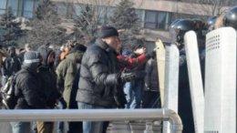 Восток и Юг Украины вышел пикетировать ОГА: в Запорожье стреляют в митингующих, а в Сумах просят подмоги (обновлено 2.34) | Регионы | Дело