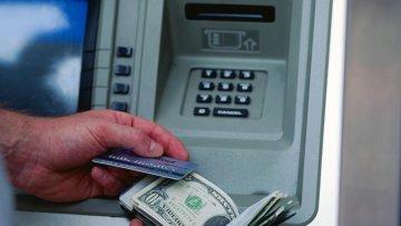 Украинцы не смогут снять валюту с карточки   Банки   Дело