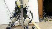 Ученые создали самого быстрого двуногого робота