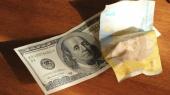 Со дна постучались: гривня опустилась до 14,8 грн/$