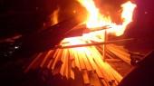 На месте скандальной стройки на Осокорках устроили пожар
