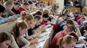 Кабмин повысил стипендии для студентов