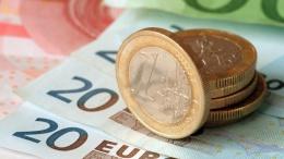 Goldman Sachs прогнозирует падение курса евро к доллару до $1,05 | Финансы | Дело