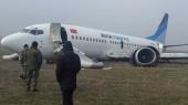 Самолет авиакомпании Avia Traffic совершил жесткую посадку в сложных метеоусловиях