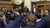 В парламенте произошла драка: депутат Барна напал на премьера Яценюка