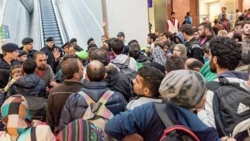 На пути в Европу в настоящее время находятся до 10 млн беженцев | Общество | Дело