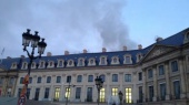 В центре Парижа горит отель Ritz
