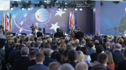 Украинские нардепы устроили демарш на форуме в Польше | Политика | Дело