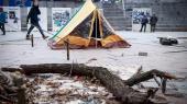 """К людям, занявшим отель """"Казацкий"""" и устроившим акцию на Майдане, не будут применять силу — МВД"""