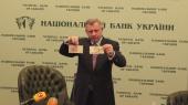 Гривня на межбанке приблизилась к 27,30 грн/$, а НБУ вводит банкноты с подписью Гонтаревой