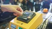 Миллион пассажиров оплатили проезд в метро Киева бесконтактными картами за 9 месяцев