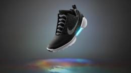Nike представила кроссовки HyperAdapt c автоматической шнуровкой | IT и Телеком | Дело