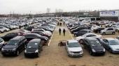 Яценюк поручил отменить ввозную пошлину на б/у автомобили