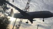 В Индии во время транспортировки разбили самолет