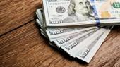 Гривня продолжает укрепление на межбанке, НБУ скупает валюту