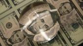Население продолжает сдавать доллары: продажа валюты за март выросла на 60%