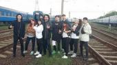 """""""Укрзализныця"""" просит певца Павла Зиброва не ходить по железнодорожным путям"""
