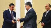 """Порошенко представил Луценко прокурорам, а Рабинович решил выйти из """"Оппозиционного блока"""""""