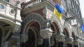 Убыток банков в апреле составил 3 млрд грн, а НБУ купил на межбанке $56,8 млн